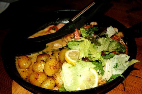 Tjoruhusid: fish with prawn sauce and potato