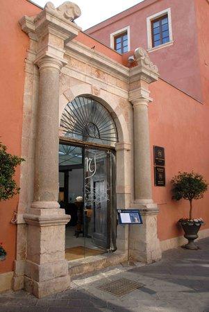 Metropole Taormina - Maison d'Hotes: L'ingresso del ristorante