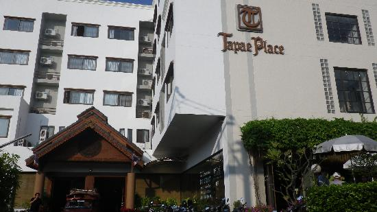 Tapae Place Hotel: looks good outside