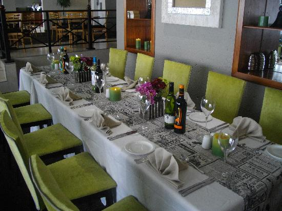 Protea Hotel by Marriott Midrand Samrand: Long dining table