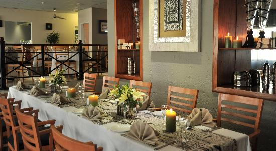 Protea Hotel Samrand: Bojelo long table