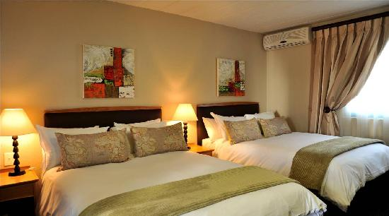 Protea Hotel Samrand: Earth twin room