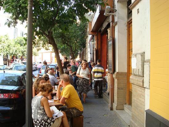 Ibis Sevilla: scène de rue