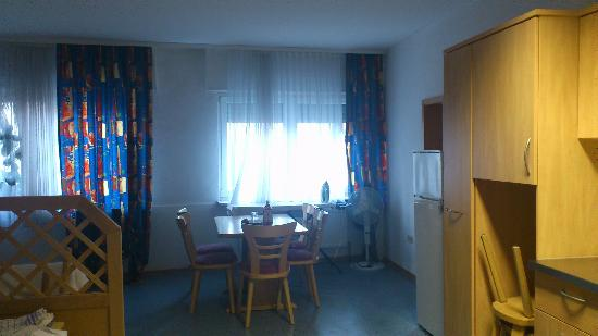 Scheuermann Hotel Garni Gaestehaus: The dining area