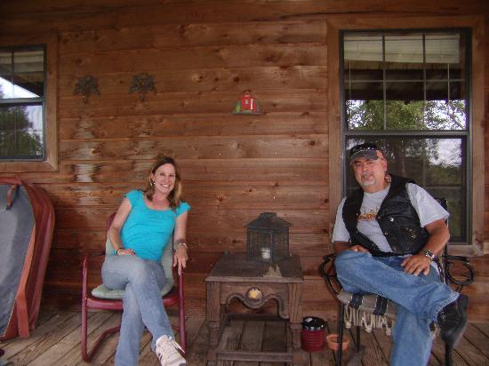 Paluxy River Bed Cabins: We loved the porch! Such good memories!