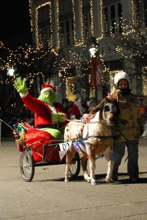 Warren County, OH: The Grinch rides in the Lebanon Horse-Drawn Carriage Parade