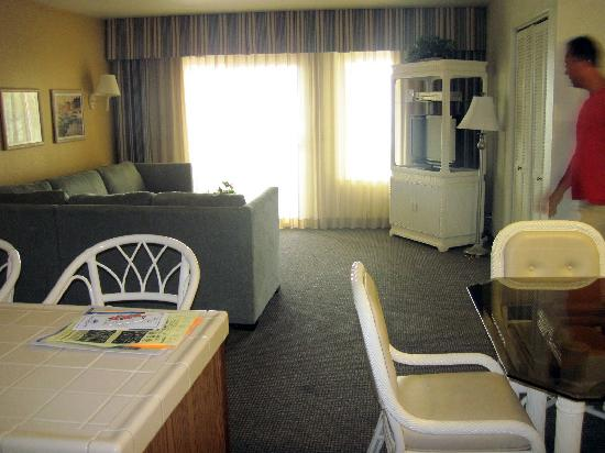 Capistrano Surfside Inn: The unit - not ultra-modern, but spacious and nice