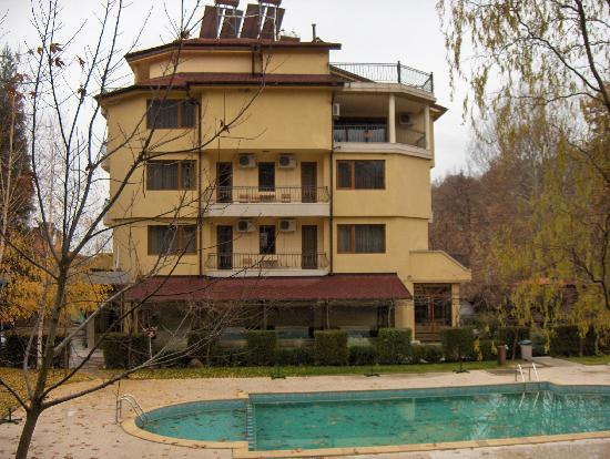 Hotel Edia: the hotel and the outdoor pool