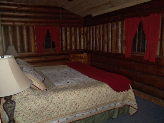 Rustic Log Cabins: king size bed