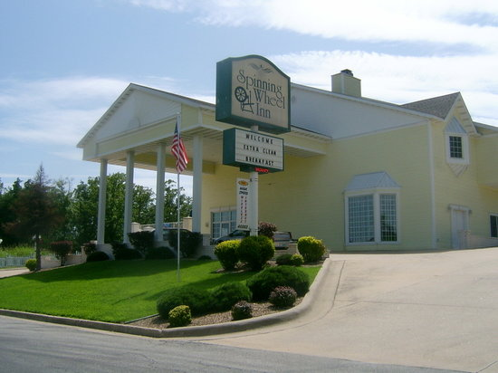 Spinning Wheel Inn Front