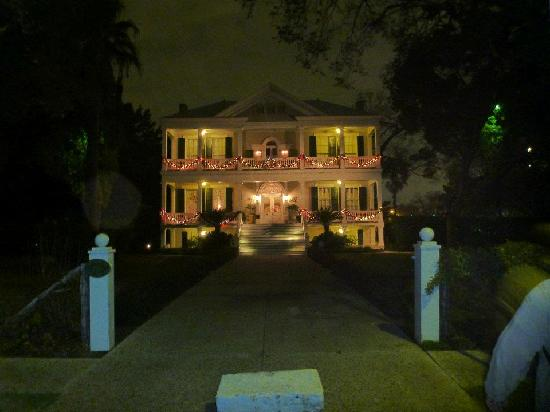 Noble Inns - The Oge House, Inn on the Riverwalk: Evening Pic
