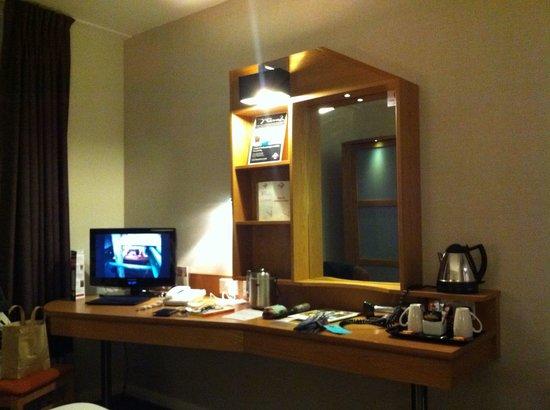 Future Inn Cabot Circus Hotel: Standard room