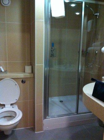 Future Inn Cabot Circus Hotel: Bathroom
