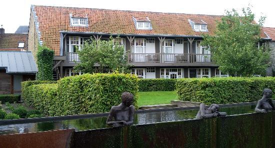 Hotel Montanus: Les chambres au fond du jardin