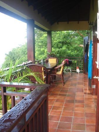 Villa Pomme d'Amour : patio that overlooks the cove