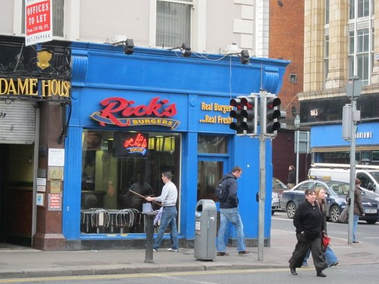 Rick's Burgers: Front of Rick's off of Dame St.