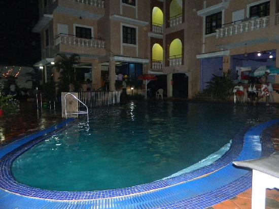 Ticlo Resorts: Poolside