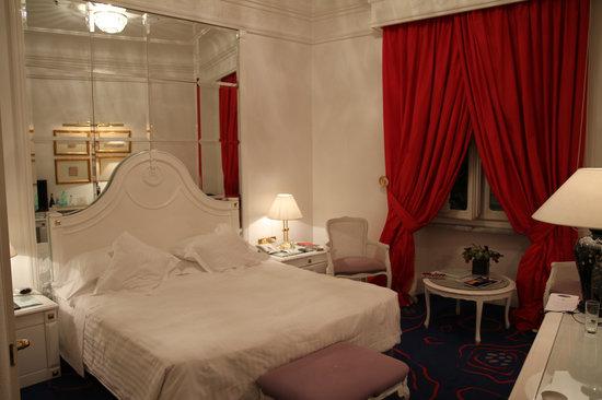 Hotel Majestic Roma: Room