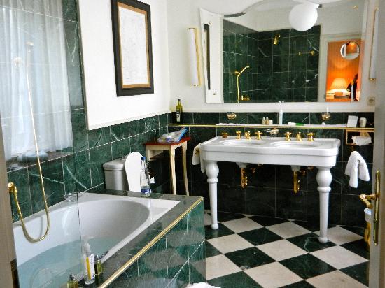 Lindners Romantik Hotel & Restaurants: the lovely bathroom