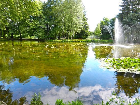 Lindners Hotel & Restaurant: Lake at the Kurpark