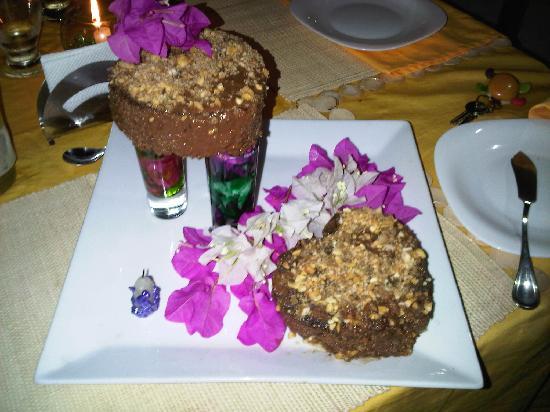 Posada Galapagos: Mi torta de cumpleaños, tremendo detalle hermosisimo de la posada