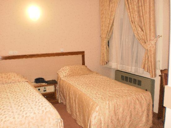 Aryo Barzan Hotel: our room n 505