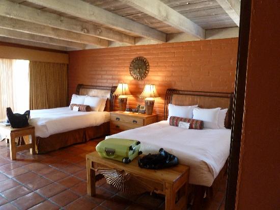 Hacienda Del Sol Guest Ranch Resort: large room