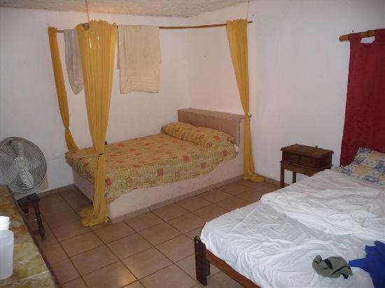 La habitacion 2 camas matrimoniales picture of hotel - Habitacion 2 camas ...