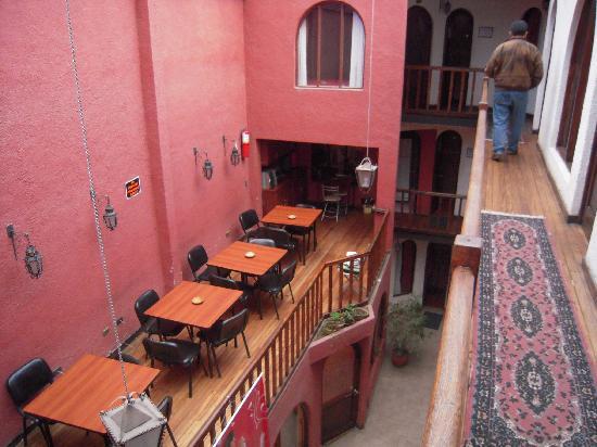 Hostal Carlos V: Community kitchen and dining room