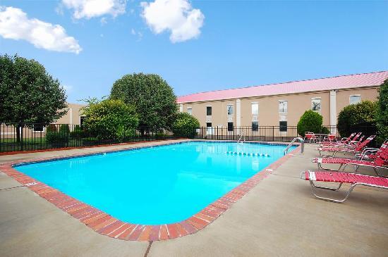 Ramada Murfreesboro: Pool