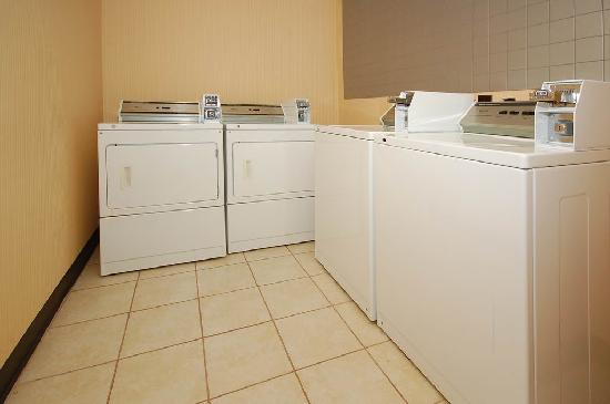 Ramada Murfreesboro: Guest Coin Laundry