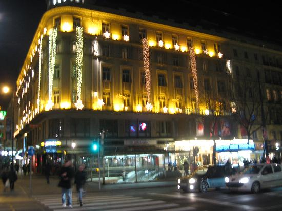 Bristol hotel decked out for christmas picture of hotel for Best hotel in vienna for christmas