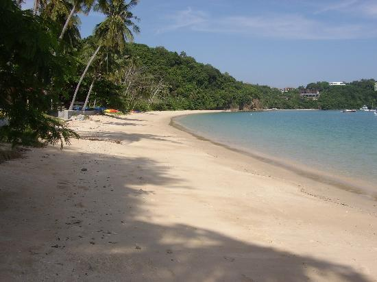 Sansuko Ville Bungalow Resort: The Local Beach..xx