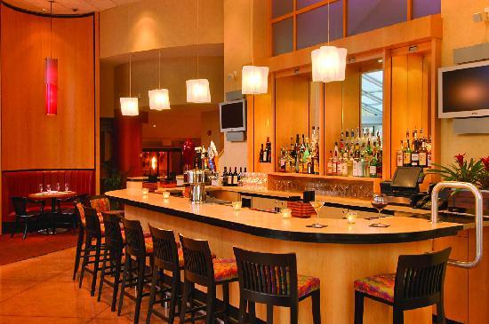 Beacon Hotel & Corporate Quarters: Beacon Bar & Grill