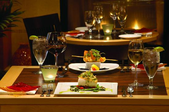 Beacon Hotel & Corporate Quarters: Dining - Beacon Bar & Grill