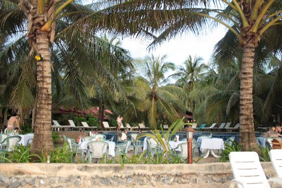 Noble House Beach Resort: Restaurant am Strand