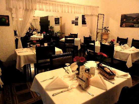 Altuna : Side dining room, white tablecloths and great service.