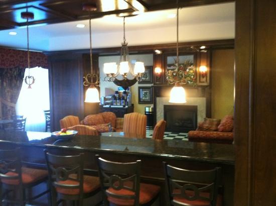 Holiday Inn Express Hotel & Suites Sulphur Springs: breakfast room/lounge