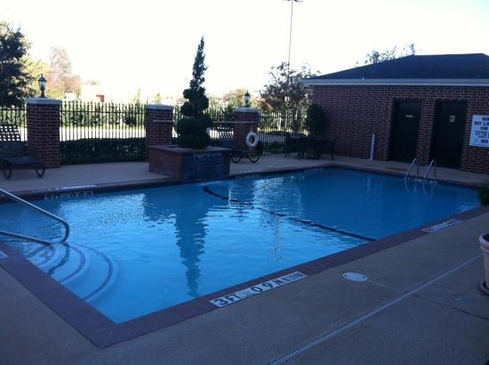 Holiday Inn Express Hotel & Suites Sulphur Springs: outdoor pool