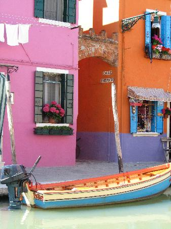 Burano, İtalya: eye-popping colors