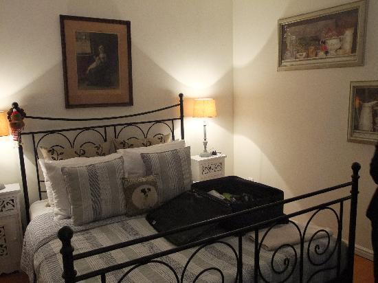 Boogaard's Bed and Breakfast: restful rear bedroom.