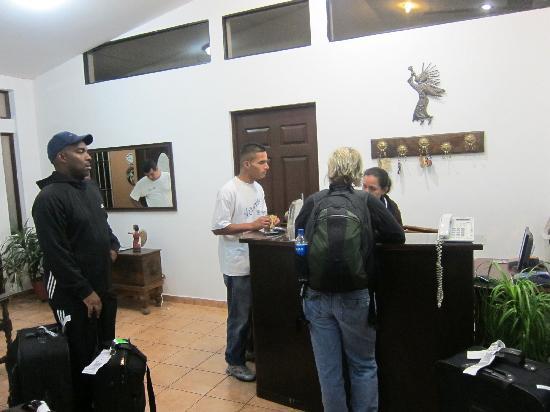 Hotel La Posada Del Angel: Reception Desk