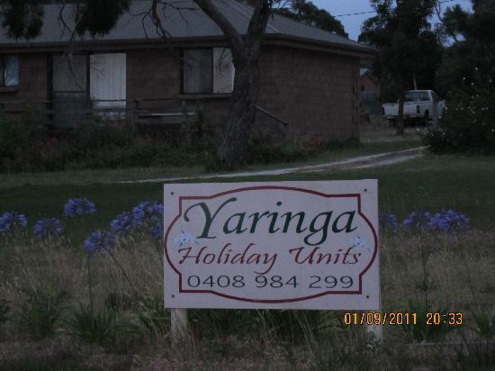 Yaringa Holiday Cottages: the sign
