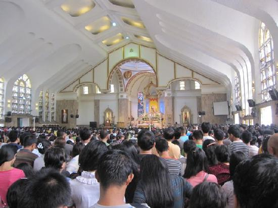 Quiapo Church: Sunday mass in the church, packed solid.
