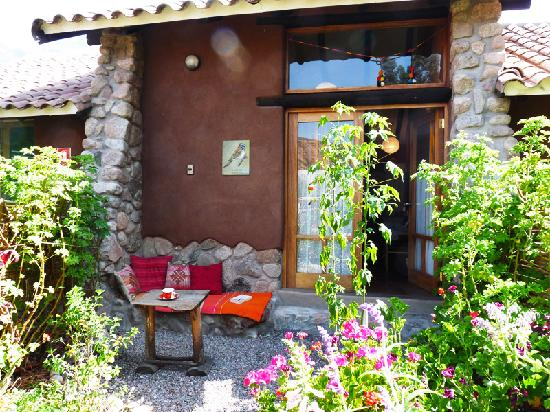 Casa Colibri eco-Lodge: casita entrance