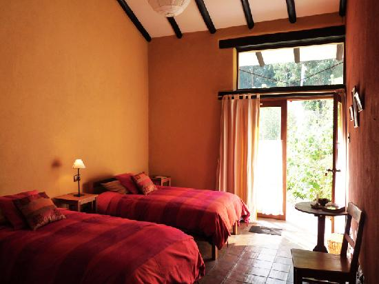Casa Colibri eco-Lodge: twin bedroom