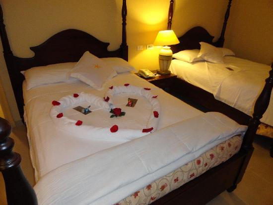 Iberostar Grand Trinidad: le soir, les lits sont ouverts et décorés