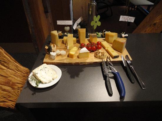 Alphotel Eiger: Amazing local cheese board