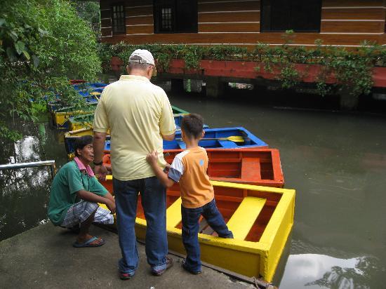 Manila Zoo : Paddle boats 4 rent.