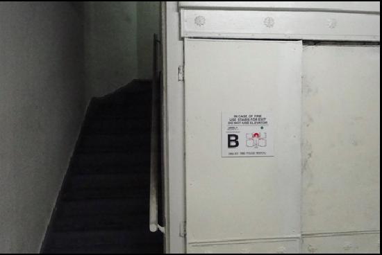 Hotel Riverside Studios: Elevador o escaleras! Difícil decisión!